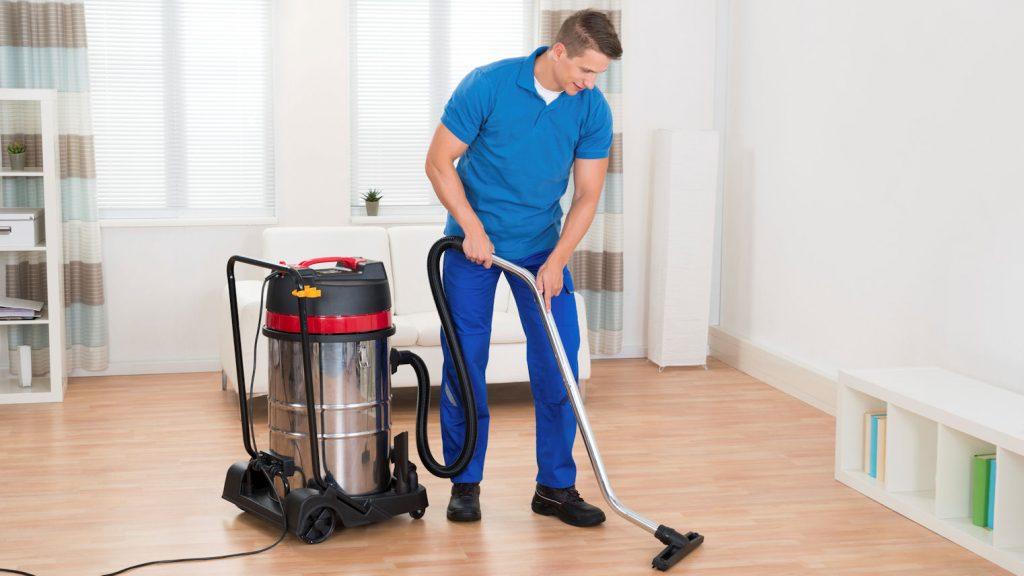 شركة تنظيف منازل بالخارج